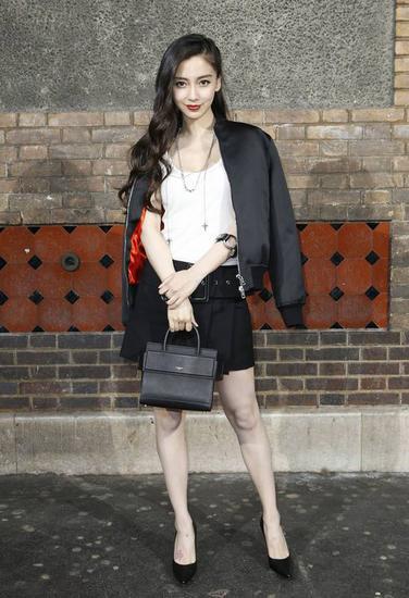 夏日服装流行趋势示范 来条半身裙拉长身材比例吧!