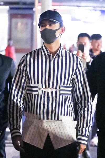 吴磊穿衣搭配造型示范 拼接衬衫+短裤活力劲儿十足