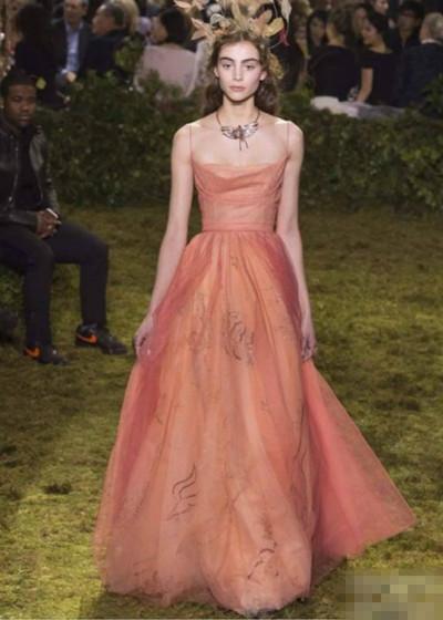 七十周年生日会在即 Dior将举办高级时装首展