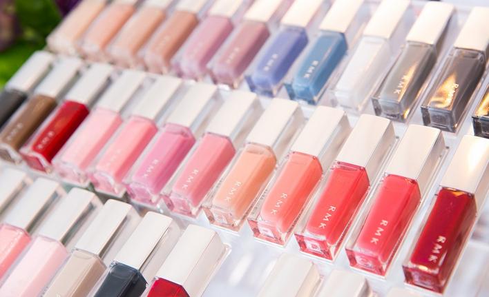 化妆品品牌RMK推出全新幻彩指采化妆品