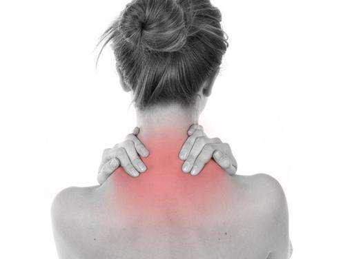 颈椎病的症状有哪些?颈椎病应该怎么治疗?