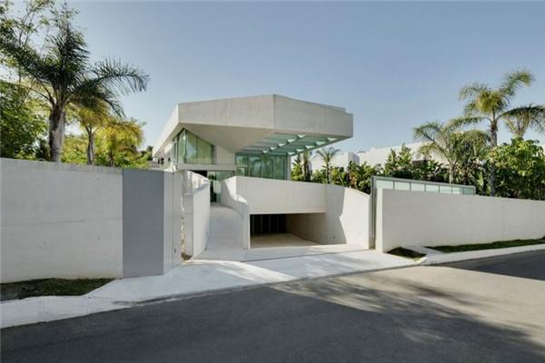 水母豪宅:将房子塑造出干净明亮的样子