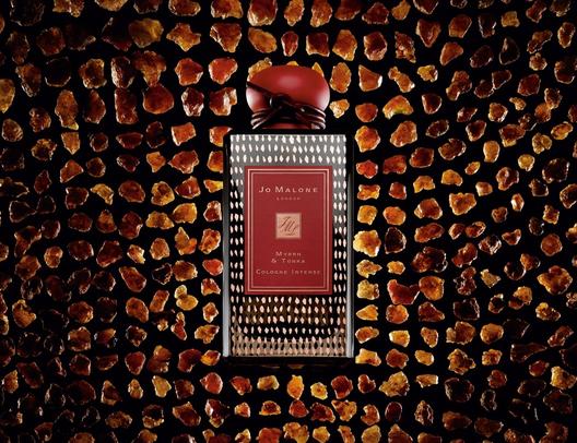 香水品牌祖马龙推出全新黑瓶香味没药与零陵香水