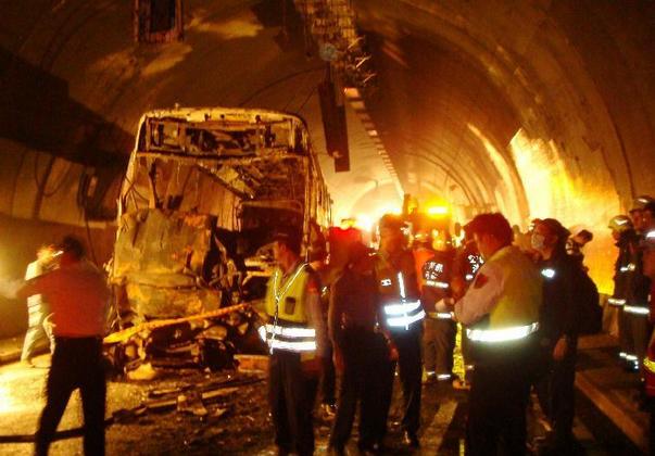 威海发生交通事故9死1伤 威海隧道交通事故最新进展