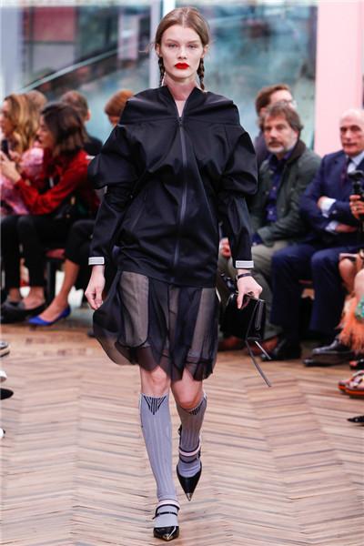 Prada(普拉达)于米兰举行2018早春系列时装秀