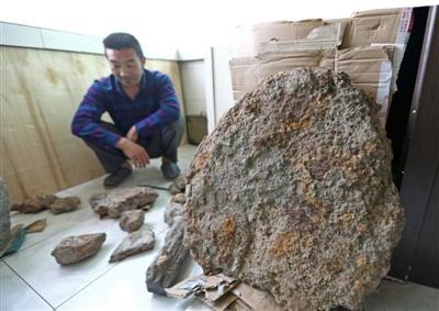 12万买块陨石一文不值 16年来的寻石之旅化为泡影
