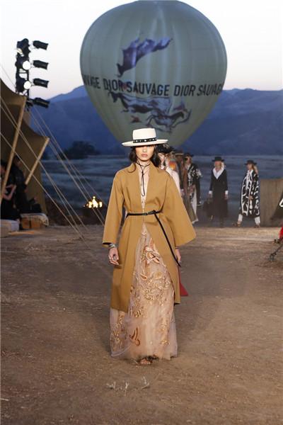 Christian Dior于洛杉矶发布2018早春度假系列时装秀