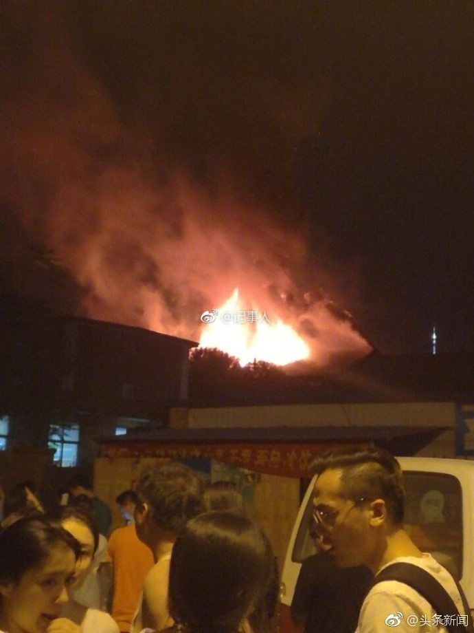 天津高校宿舍着火 无人员伤亡