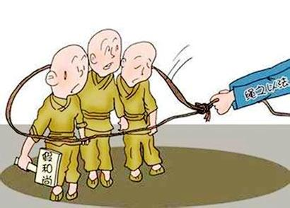 假冒僧人强行化缘 自称来自九华山硬塞祈福卡片给旅客