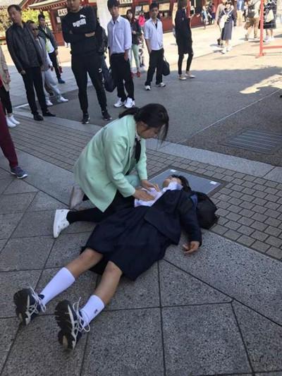 河南护士东京救人 网友:这才是真正的白衣天使