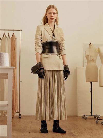 Alexander McQueen释出2017早秋系列时尚型录