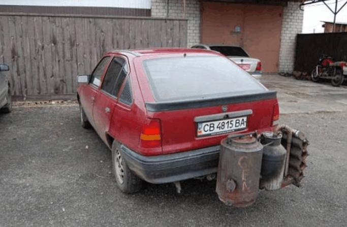 小伙发明新能源汽车 用木材代替汽油