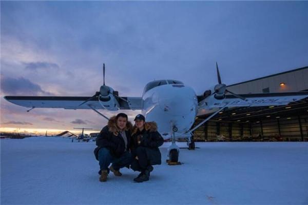 中国情侣驾驶国产飞机寻找勘察加半岛驯鹿人