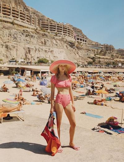 超模Anna Ewers拍摄写真大片 多变造型演绎复古少女
