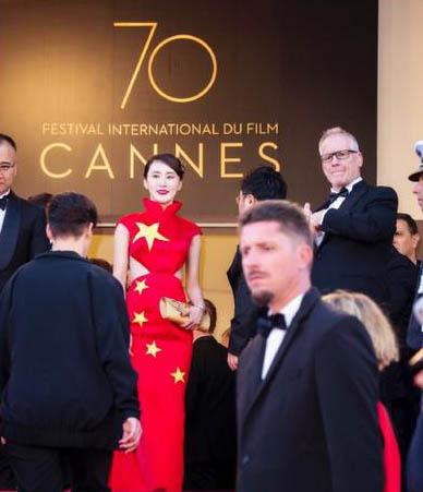 国旗装亮相戛纳电影节 网友:为了出名也是无下限啊!