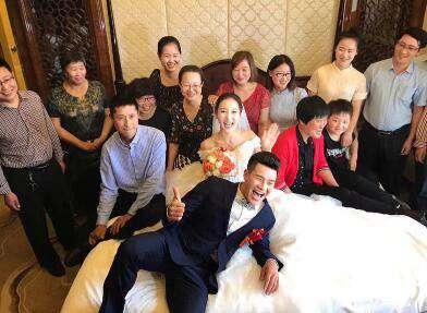 谢孟伟家乡办婚礼 网友:嘎子哥终于结婚了