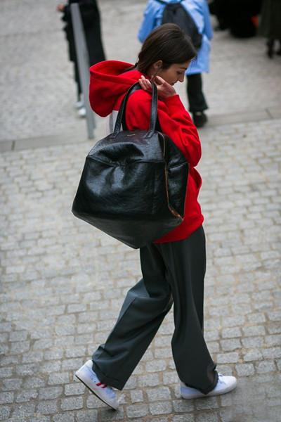 Balenciaga发布全新2017春夏款超大包包