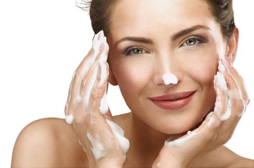 油性皮肤用什么护肤品_适合油性皮肤的护肤品品牌_油性皮肤适合用什么牌子的护肤品_金投奢侈品
