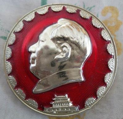 文革毛主席天安门葵花像章价格是多少?