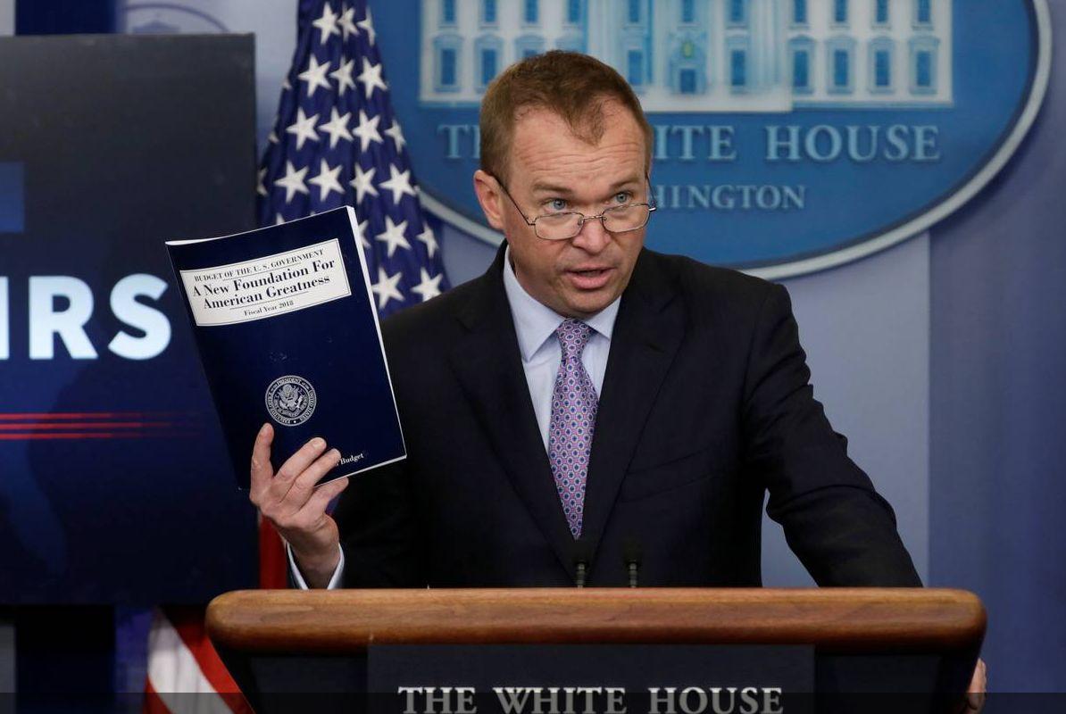 墨迹未干就已失败?特朗普预算案闯关难