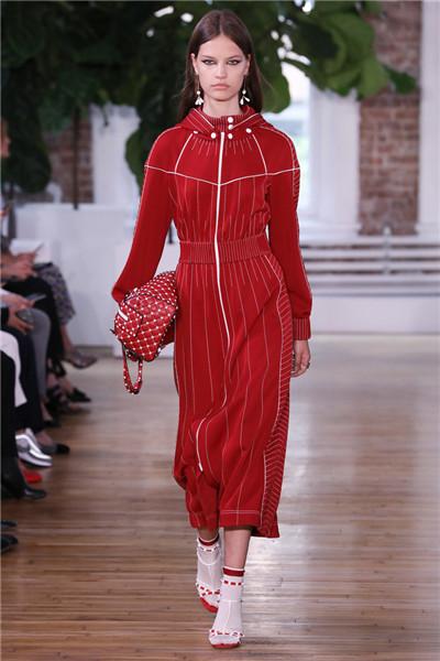 Valentino于纽约发布2018早春度假系列时装秀