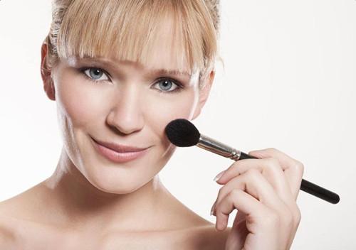 学化妆的基本步骤_日常化妆的基本步骤_化妆步骤的先后顺序_新手学化妆的基本步骤_金投奢侈品