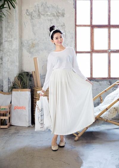 夏季穿衣搭配造型示范 T恤+长裙优雅又舒适