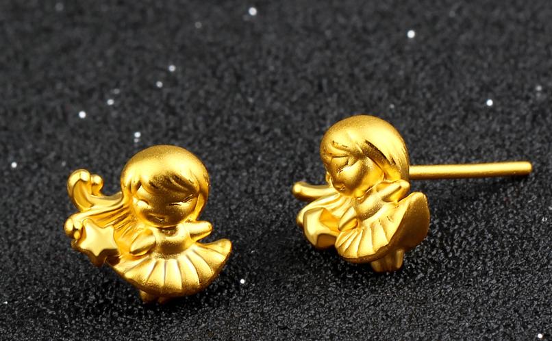 黄金耳钉如何佩戴?
