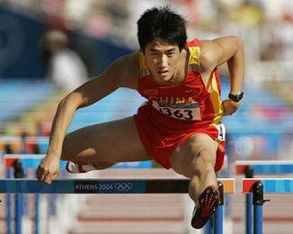 刘翔与师弟挑战110米栏 称兴奋之余更有压力