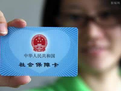 第二种人也比较方便,虽然你是外地户口并且换了工作,但是由于新老单位都是北京的,所以各类转移也都是自动的,老单位减员,新单位直接增员就完了,不需要本人做任何事情。但是听说外地户口想在北京办一些事情是需要连续缴纳社保证明的,而且补缴的不算数。虽然现在社保增员减员都是在北京市社会保险网上服务平台操作的,且每个月5-30日都可以操作的,也就是说每个单位只要在这个时间段内都可以网上增员减员。但是很多单位都是在固定时间增员减员的,通常是每月15日。