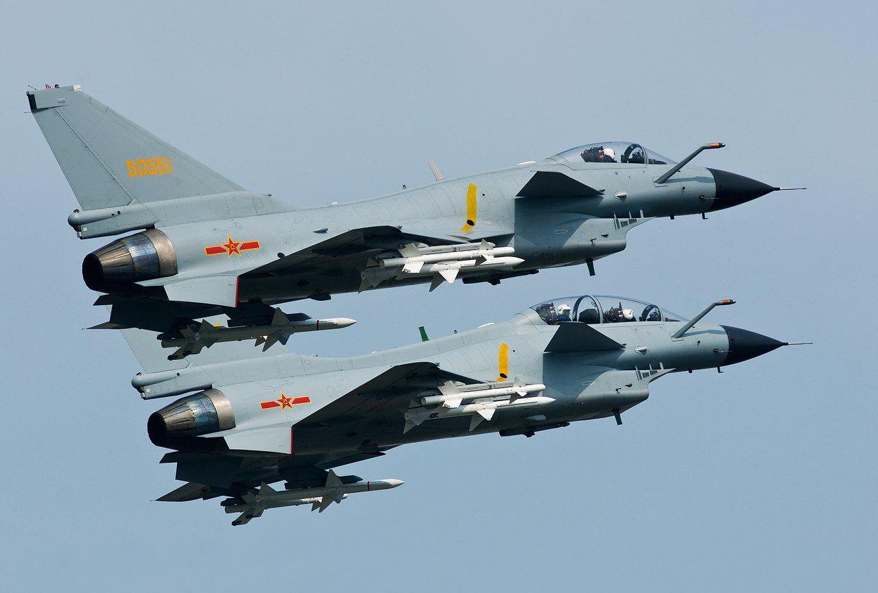 """美侦察机闯入香港空域 遭两架中国歼-10战机""""不安全拦截"""""""