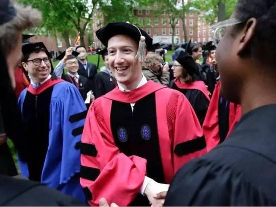 扎克伯格从哈佛毕业 称每个人都有追求目的的自由
