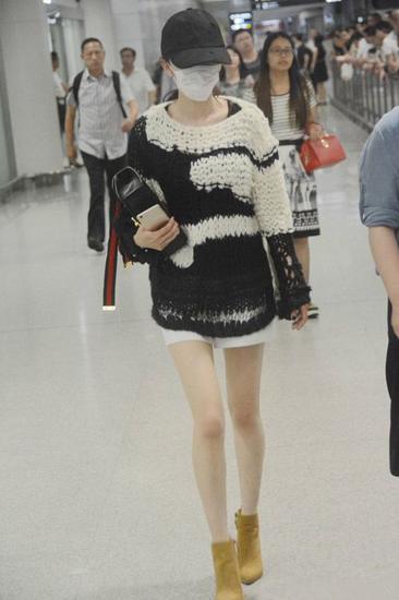 明星机场街拍造型示范 看看杨幂刘亦菲都穿了啥