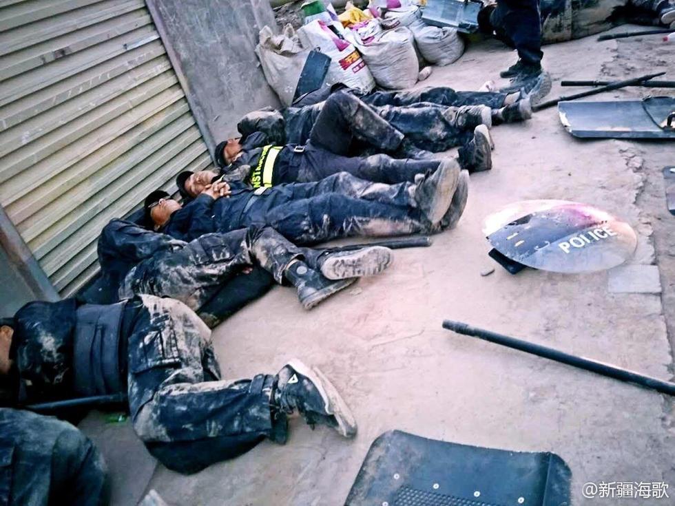 新疆警察感动网友 网友落泪向他们致敬