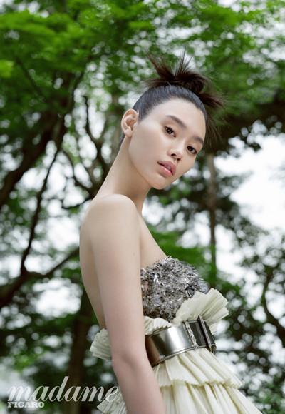 超模奚梦瑶穿衣搭配华服亮相杂志 诠释日式初夏之美