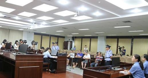 """全国首例""""非法制毒污染环境""""案在贵阳市花溪区人民法院开庭"""