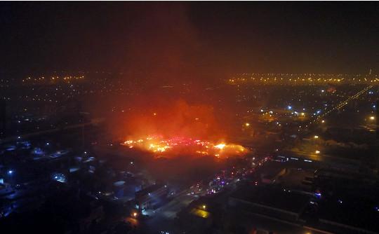 天津港发生大火 火情持续了八小时