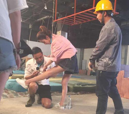 赵丽颖摔破膝盖 简单处理后继续投入拍摄