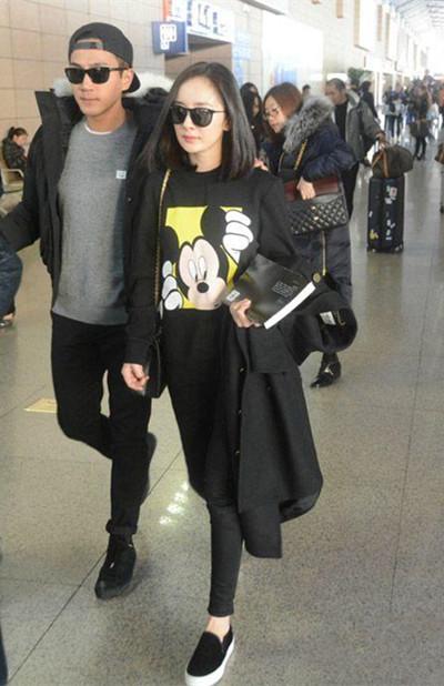 杨幂服装流行趋势示范 一条黑色九分裤百搭各种造型