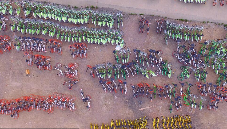 千辆共享单车停废弃停车场