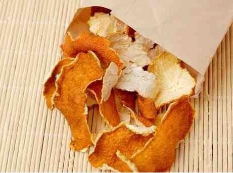 自己吃的橘子皮晒干放好吗? 来看看吃橘子皮的好处