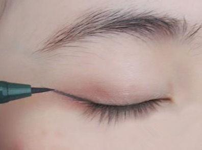 眼线怎么画