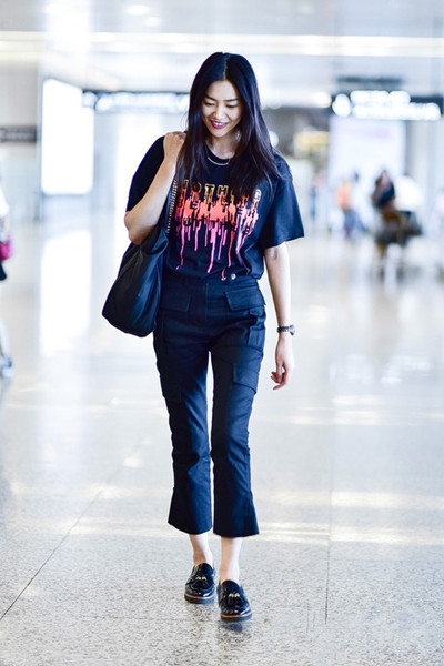 明星服装流行趋势示范 刘雯宋茜纷纷一身黑色示人