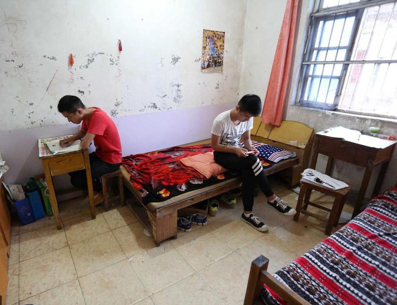 双胞胎兄弟备战高考断网3年 分别想考上海大学安徽大学