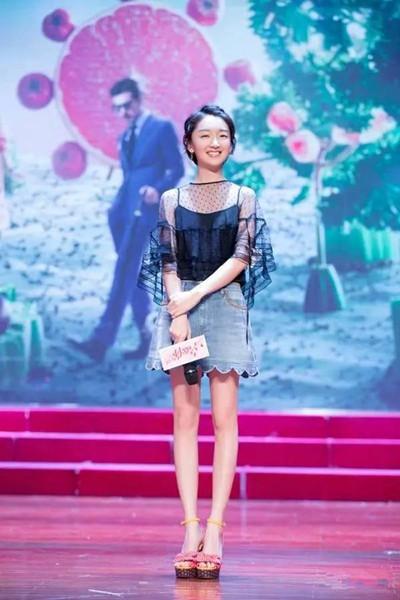 夏季服装流行趋势示范 来条牛仔裙减龄活泼又chic