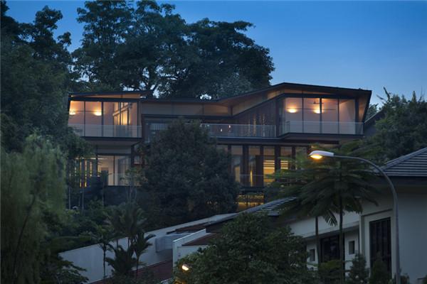 新加坡豪宅:安静地立在郁郁葱葱的山坡上