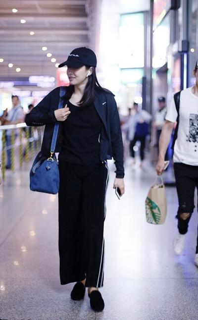 宋茜穿衣搭配造型示范 黑T+阔腿运动裤惨变大妈