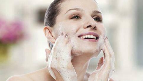 洗脸的坏习惯你知道吗? 这样洗脸难怪你的皮肤越来越差