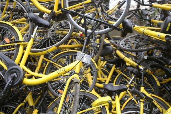 共享单车垃圾成山 如何解决成棘手问题