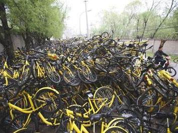 共享单车垃圾成山 数百万辆单车入场乱停乱放问题凸显
